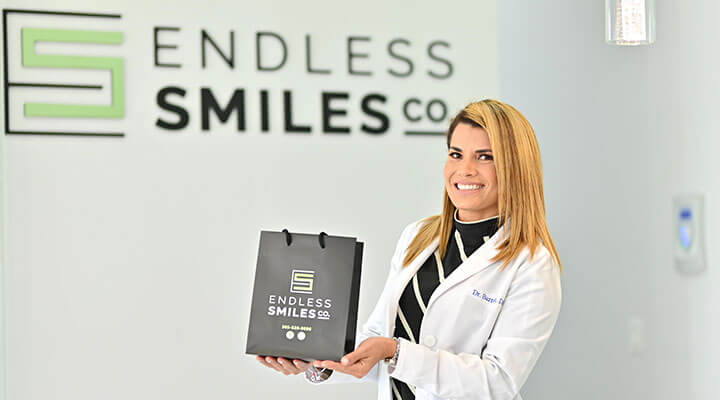 Dr Odelsis Barrero holding a bag with the Endless Smile logo